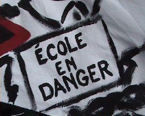 "Banderole ""Ecole en danger"""