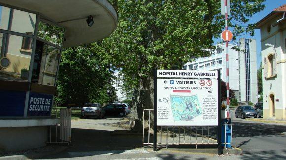 Saint-Genis-Laval_50148_L-Entree-de-l-Hopital-Henry-Gabrielle