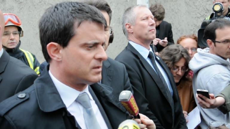 Valls sur les lieux de l'incendie