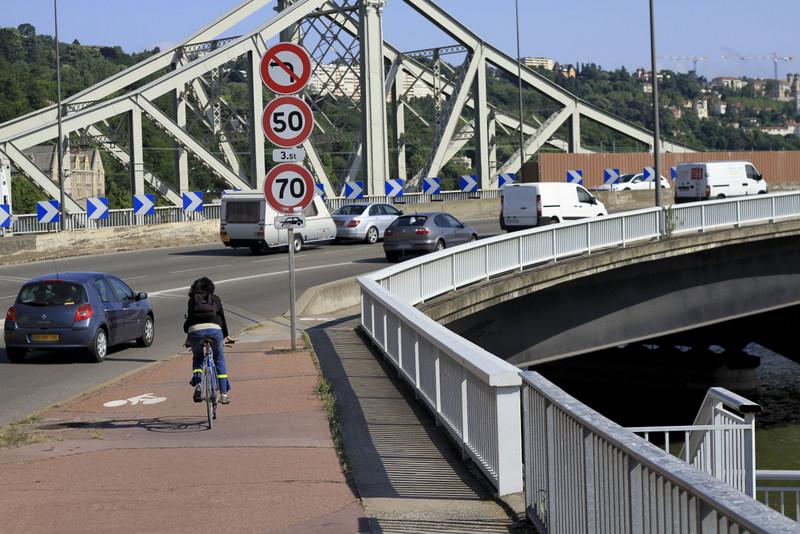 Recherché par la police, la cambrioleur retrouvé sous un pont à Lyon