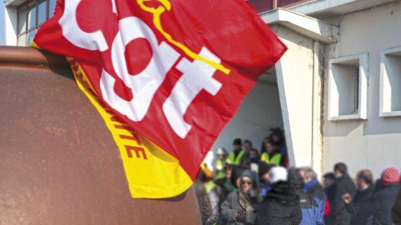 CGT drapeau flouté