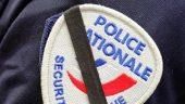 Un-insigne-de-policier-francais-en-2007_univers-grande_medium