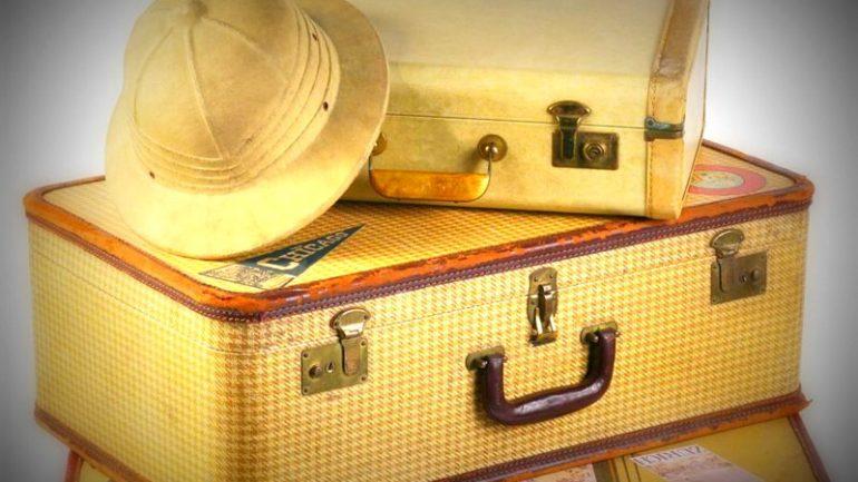 Chapeau et valises