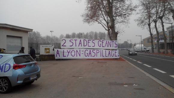 Manifestation opposants Grand stade