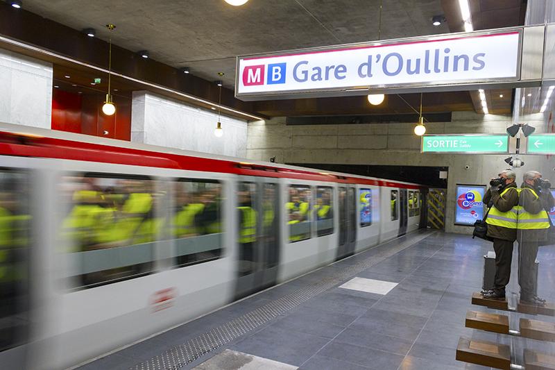 Lyon : le métro B coupé, des pompiers en intervention dans une rame