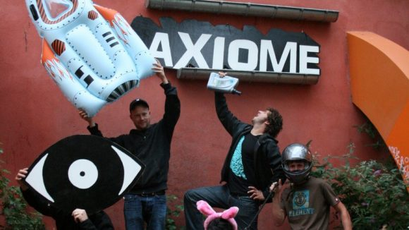 Axiome Uncivilized