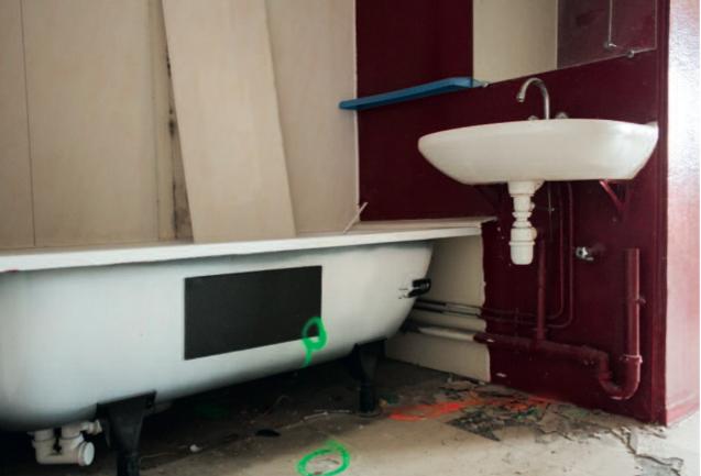 hlm pollu s par l 39 amiante dans le rh ne. Black Bedroom Furniture Sets. Home Design Ideas
