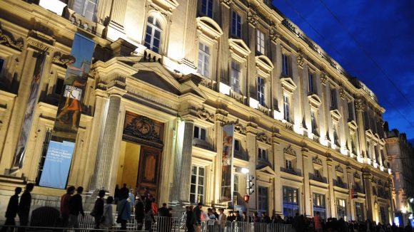 facade du musee vue place des terreaux de nuit_muriel chaulet