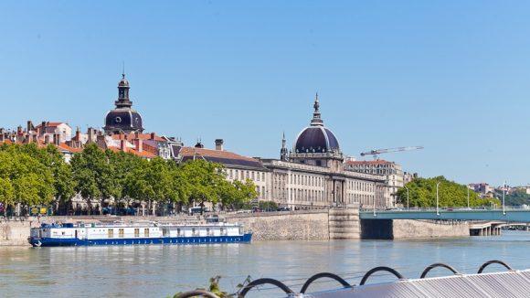 vue Hôtel-Dieu depuis la piscine du Rhône