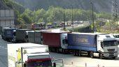 Des camions à l'arrêt