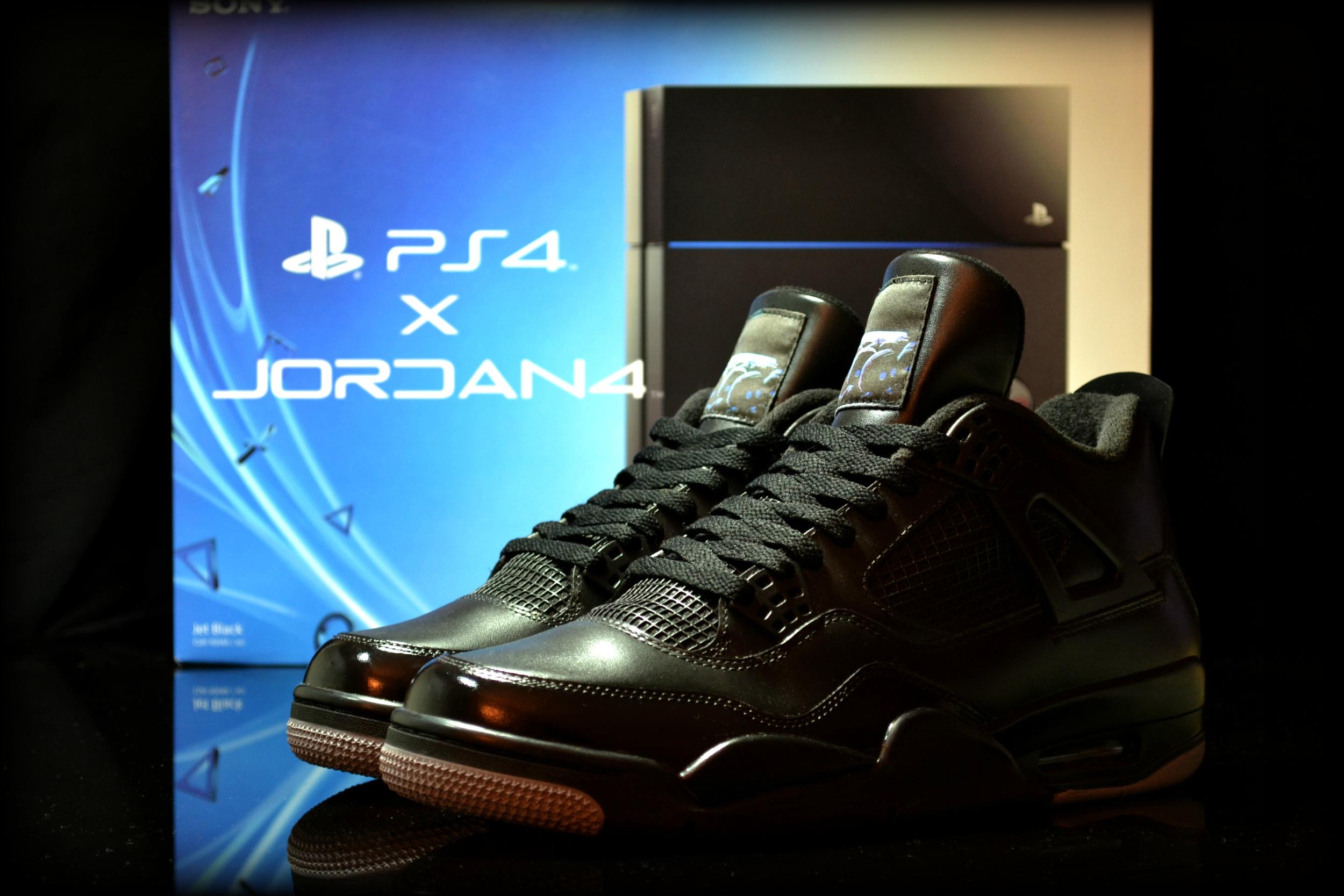14c621482dc3 Inutile de les chercher dans le commerce, il s'agit d'une création  originale de Jonny Barry du site freakersneaks.com. Les Nike Air Jordan  PS4, ...