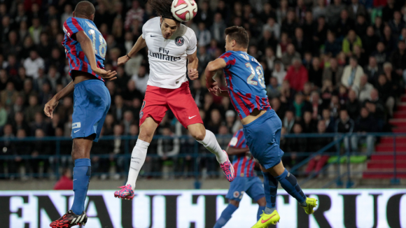 La tête d'Edinson Cavani (PSG) durant le match contre Caen