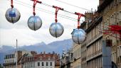 publicité pour une banque sur le téléphérique de Grenoble
