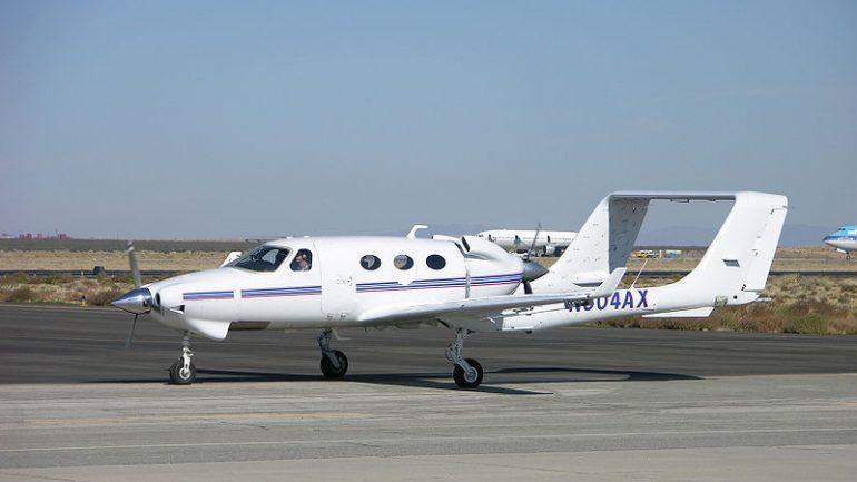 un avion bi-moteur