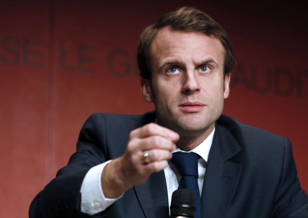 Sud de Lyon : ils manifestent avec un portrait de Macron prêté par le maire