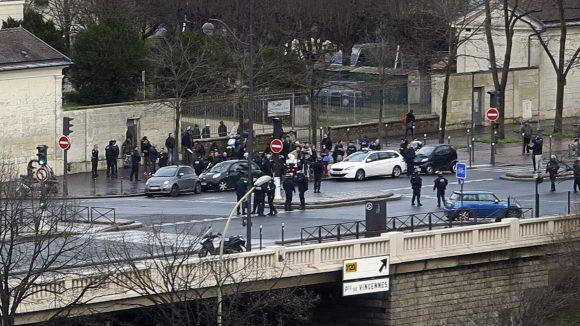 Porte de vincennes prise d'otage