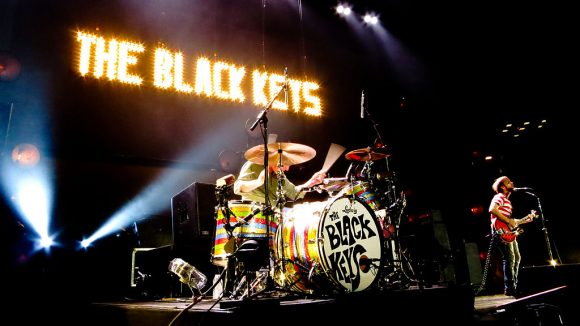 1024px-The_Black_Keys_at_MSG_3-22-12