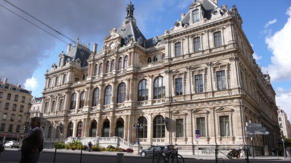 Palais_de_la_Bourse_vu_par_Saint-Bonaventure_PA00117979