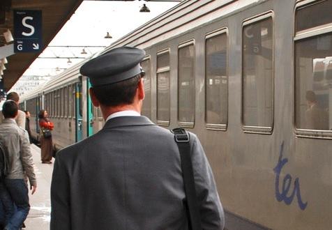 SNCF: un contrôleur de ter vu de dos