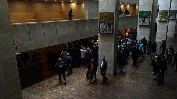 Salle des 100 pas du TGI de Lyon