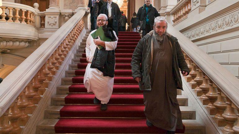 Imams à la préfecture