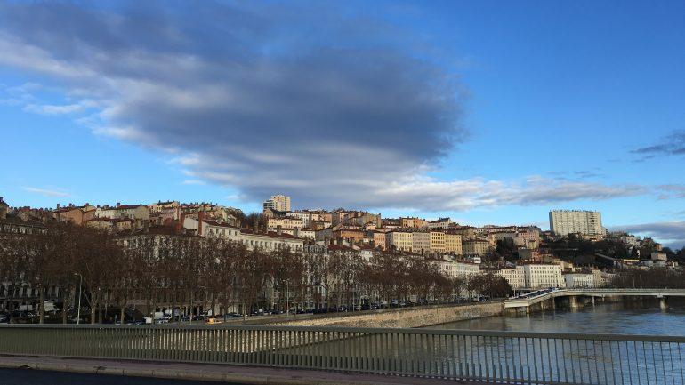 Météo Lyon ciel bleu nuages