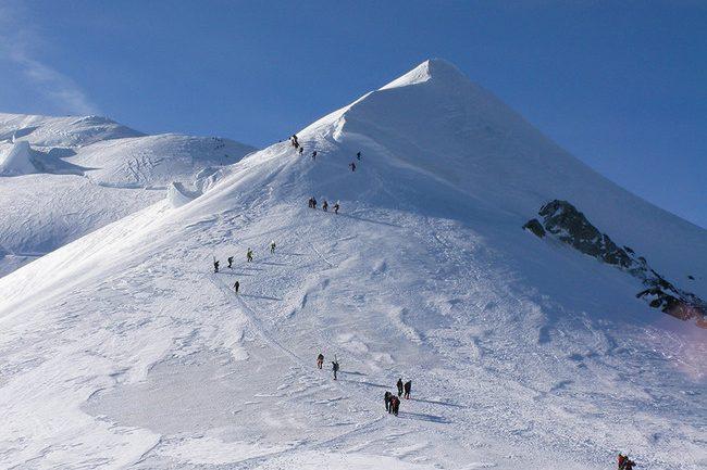Nous vivons une époque formidable, la preuve maintenant sur le toit de l'Europe (Mont-Blanc) les alpinistes se «foutent sur la gueule»   dans Non classé 831133-ez-mont-Blanc-650x433