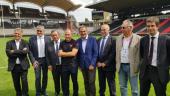 L'architecte Albert Constantin avec les dirigeants du LOU Rugby au Matmut Stadium de Gerland