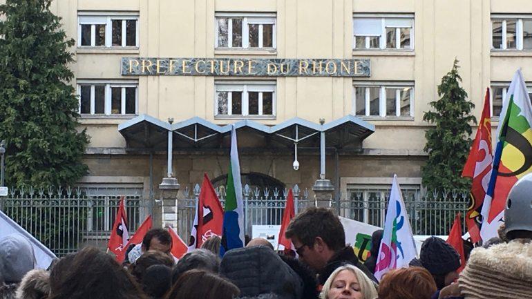 Manifestation devant la Préfecture du Rhône le 15 novembre 2017 sur les contrats aidés