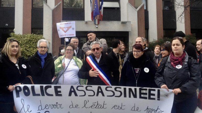 Les FFOC devant l'hôtel de Police
