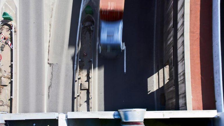 Un camion sous le tunnel de Fourvière