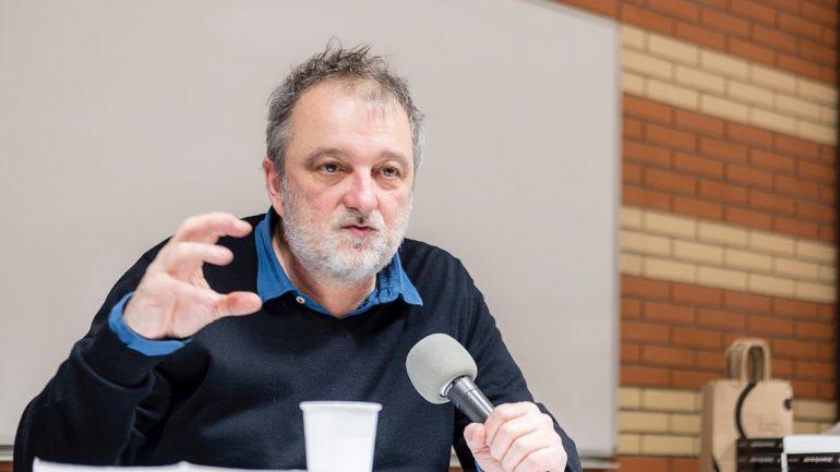 Denis Robert, lors d'une conférence à Lyon – mars 2018 © Tim Douet