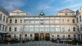 L'entrée de l'hôpital de la Croix-Rousse, à Lyon © Tim Douet