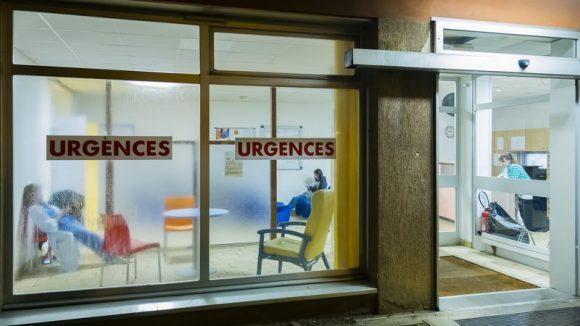 Centre hospitalier Le Vinatier – Entrée des urgences psychiatriques © Tim Douet