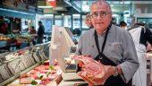 Maurice Trolliet, dans sa boucherie des halles de Lyon © Tim Douet