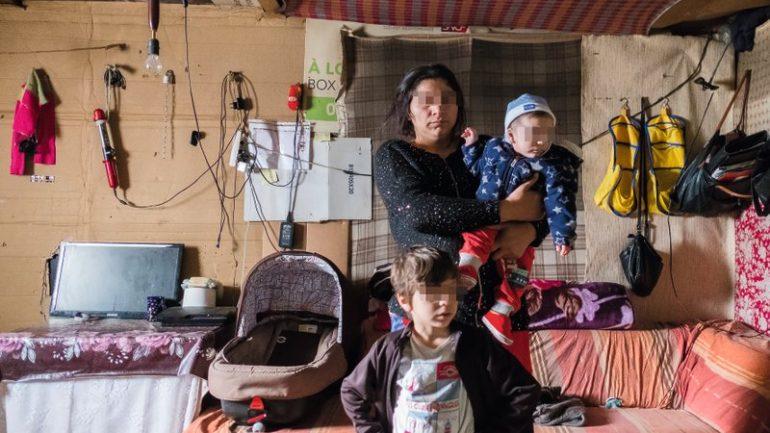 Une famille de Roumanie installée dans un ancien parking de Vaise © Tim Douet