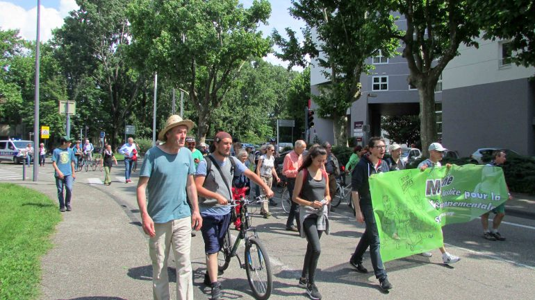 Marche des cobayes à Grenoble.