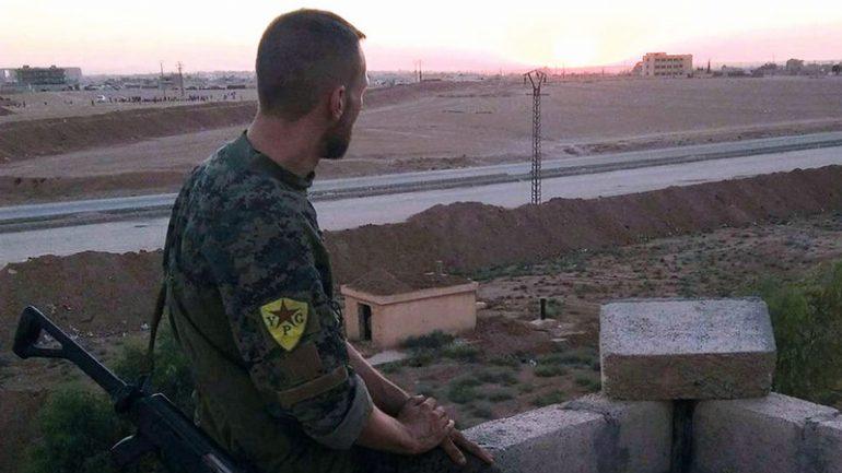 Un Français combattant avec les forces kurdes (YPG) en Syrie © DR