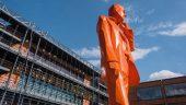 """Palais des congrès de Lyon – Cité internationale, avec """"L'homme au téléphone"""" de Xavier Veilhan) © Tim Douet"""