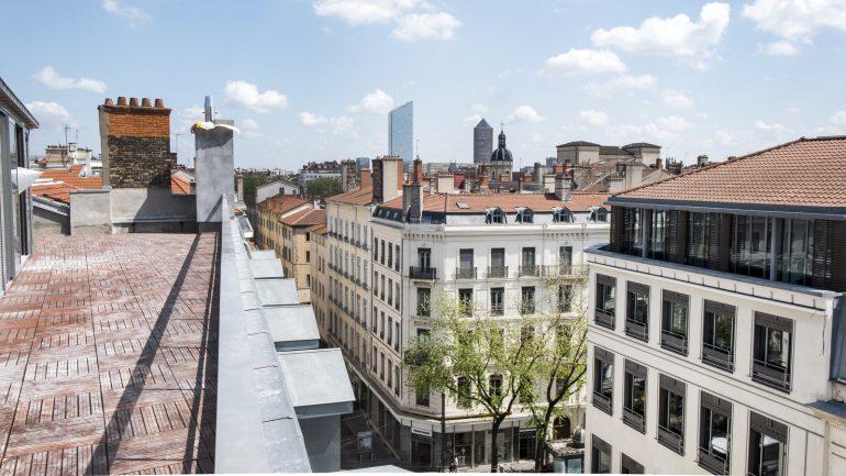 Vue sur les tours de la Part-Dieu depuis la terrasse de la Maison Nô (rue du Bât-d'Argent) © Tim Douet_0028