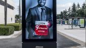 Panneau publicitaire numérique JCDecaux © Tim Douet