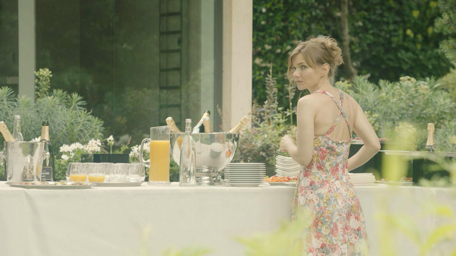 """Sophie Quinton sur le tournage de """"Tout contre elle"""", de Gabriel Le Bomin, en juillet 2018 dans les monts d'Or © Solo Duo Production"""