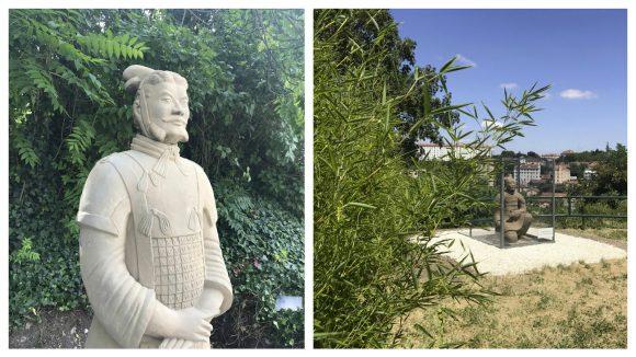 Reproduction de deux soldats de terre cuite de l'Armée de Xi'an – Institut franco-chinois de Lyon, juillet 2018 © DR