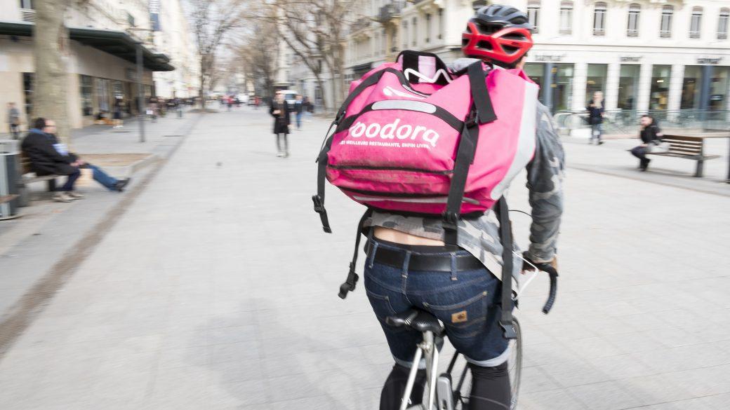 Livreur à vélo Foodora à Lyon en 2017 © Tim Douet