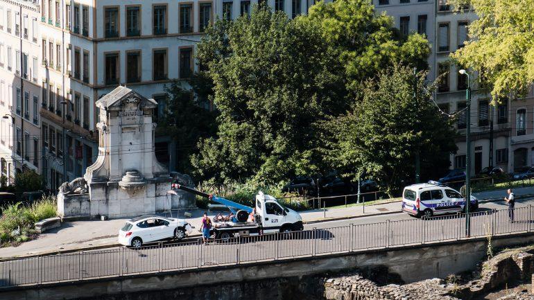 Enlèvement d'un véhicule pour mise en fourrière à Lyon © Tim Douet