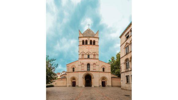 La basilique d'Ainay, vue de son parvis © Tim Douet