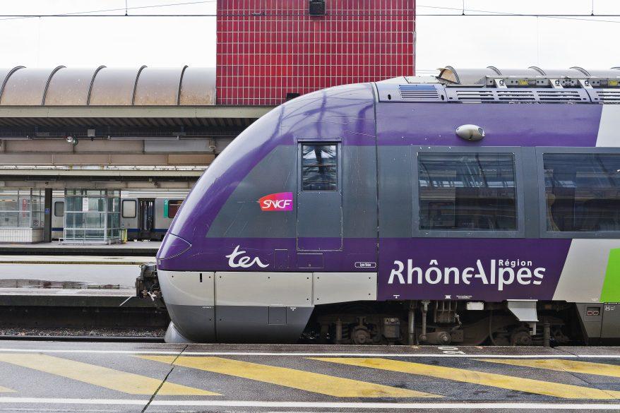 Lyon : ils expulsent des jeunes d'un train et se font frapper