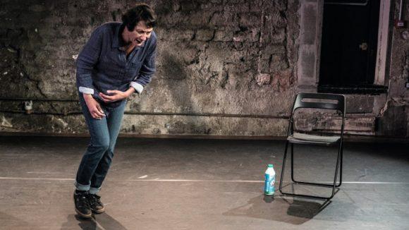 """Magali Bonat dans """"Le Quai de Ouistreham"""" de Florence Aubenas – Mise en scène Louis Vignaud © Rémi Blasquez"""