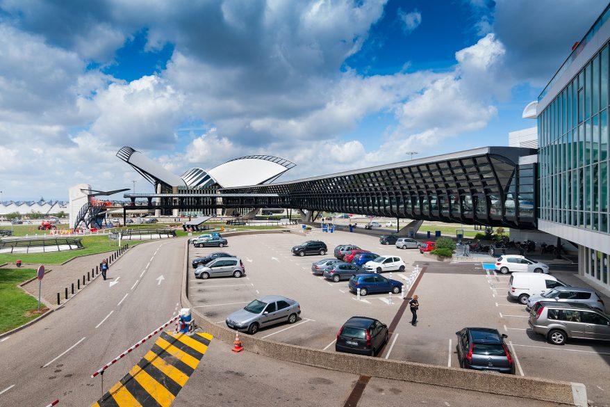 À l'aéroport de Lyon, un avion décolle sans attendre une cinquantaine de passagers |