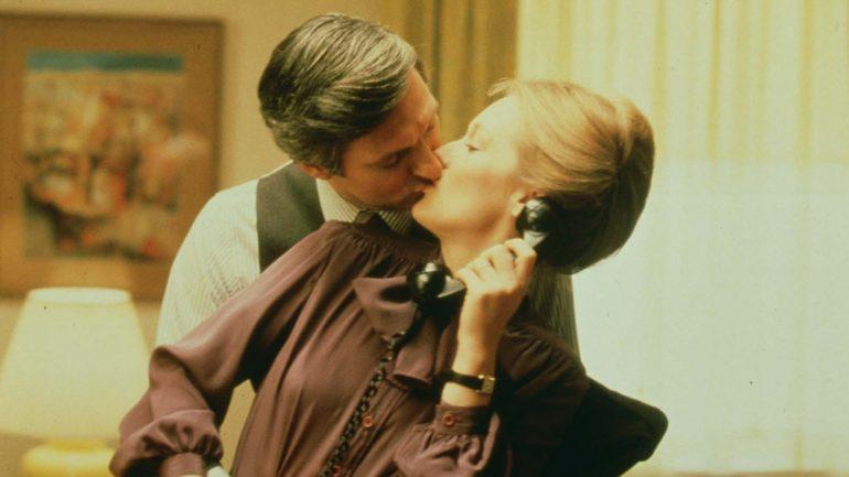 """Alan Alda et Meryl Streep dans """"La Vie privée d'un sénateur"""" de Jerry Schatzberg (1979) © Universal Pictures"""